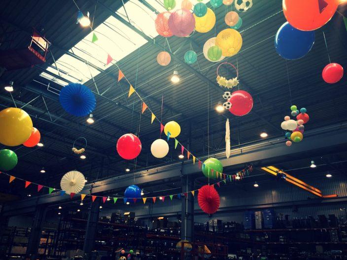Witt Firmenevents: Deckendeko Pom Poms